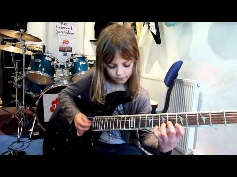 WOW!  8 year old guitarist plays Stratovarius