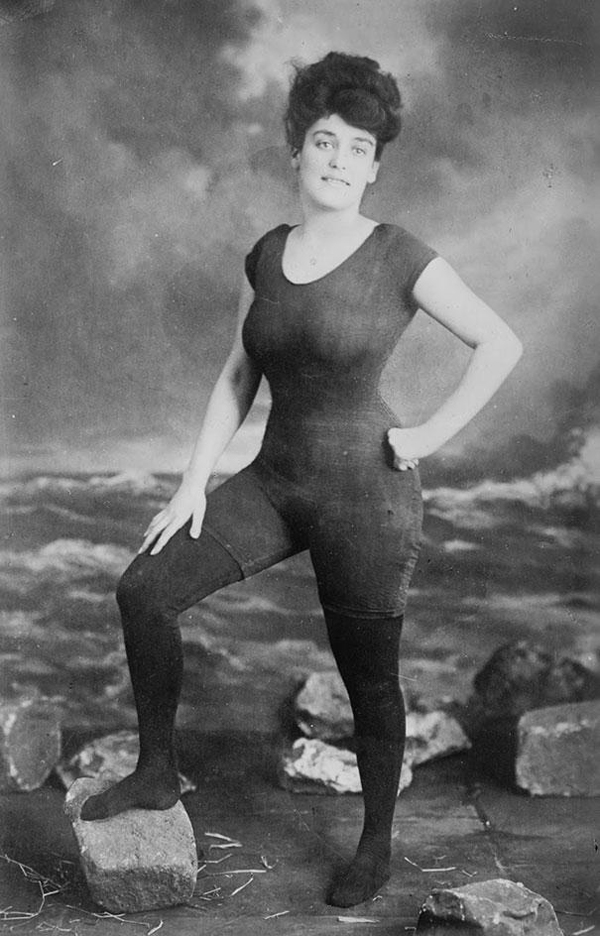 9.) Annette Kellerman promoting a woman's right to wear a fitted, one-piece bathing suit in 1907. She was later arrested for indecency.