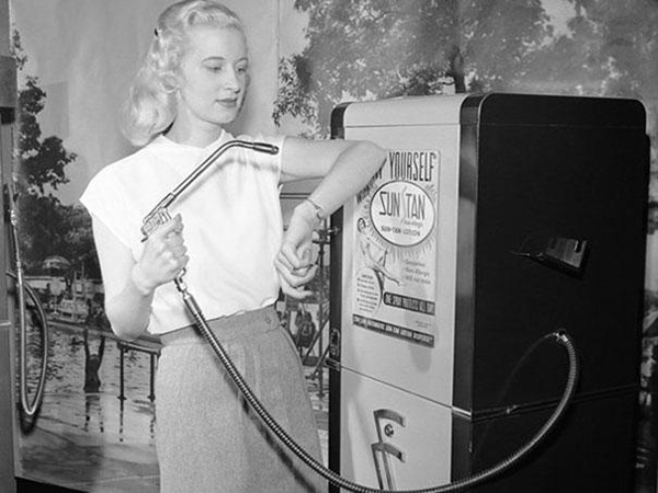 22.) This sun tan vending machine in 1949.